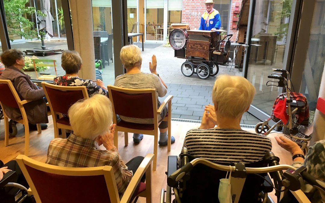 """""""Drehorgel-Musik bringt Nostalgie zu den Senioren"""""""